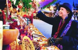 ama-christmas-market-shopper