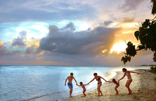 Travel Cloud Happy Beach Family Joy Holiday